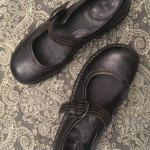 Born black leather mary janes size 6